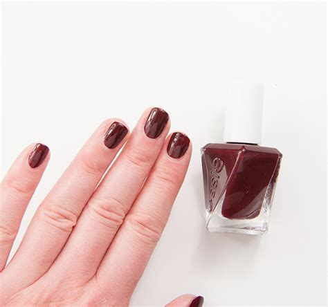 Essie Spiked With Style Gel Couture Recension & Swatches